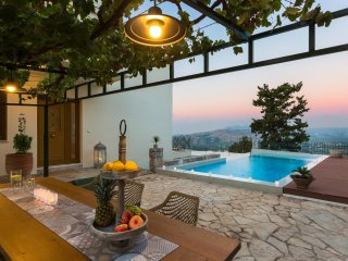 Villa Staride / Gazing the awesome view of the Cretan Sea