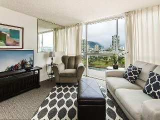 Aloha Lani 1 BD Mountain View Monthly Rental with Free Parking!