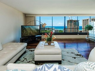 Panoramic Ocean View 2BR Condo with Tons of Amenities