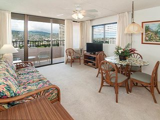 Beautiful Royal Kuhio End Unit, Full Kitchen, Free Parking, Awesome Amenities