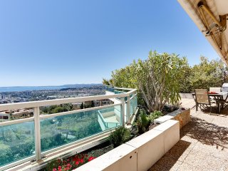 Grand appartement sur toit-terrasse vue mer à Nice, St-Laurent du Var