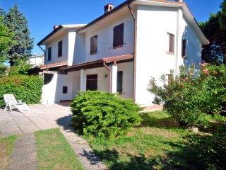 Villetta d'angolo con giardino privato in zona tranquilla