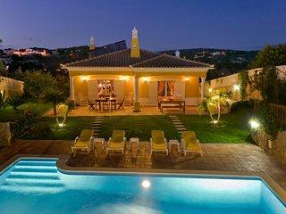 Villa Amarela is a 4 bedroom villa located a few minutes drive from the sea
