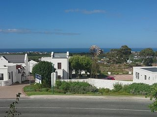Modern ,Sea Views and Mountain Views in up market area, Hermanus