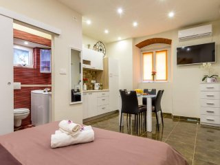 Lux studio apartment***few steps to Diocletian's Palace