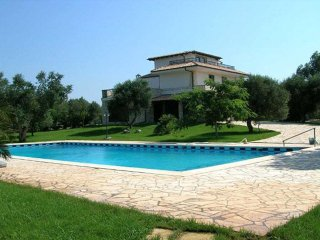 Villa Ries, Muro Leccese