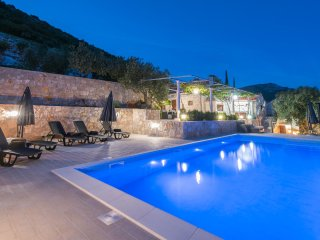 Villa IS - great villa with swimming pool and magnificent sea-view of Adriatic