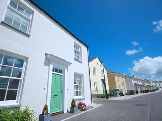 ESA COTTAGE NEWQUAY Pentire,  Nr town AND beaches,parking 2 cars sleeps 6 WIFI