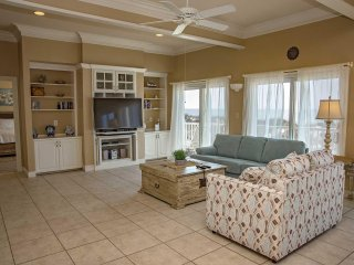 4 BR ~ Gulf Front ~ Sleeps 14 ~ All Tile ~ Pet Friendly ~ Sandy Castle Beach