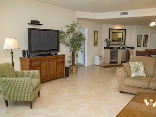 3 BR ~ Bay Front ~ Sleeps 6 ~ Great Amenities ~ Caribe 703C