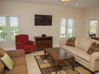 Great Location ~ 6 BR, 6 bath ~ Sleeps 24 ~ Pool ~ Kiran Townhouse Duplex