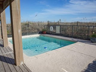 9 BR ~ Private Pool ~ Party Deck ~ Sleeps 23 ~ Great Location ~ Sandy Dreams