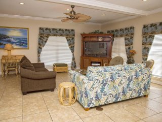 5 BR ~ Gated Community ~ Pool/Beach Access ~ Sleeps 15 ~ Palms Beach House West