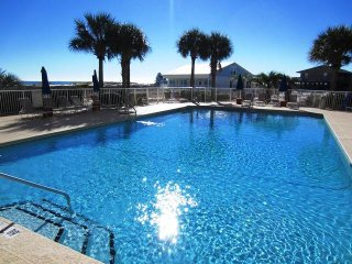 4 BR ~ Sleeps 8 ~ Gated ~ Pool/Beach Access ~ Gulf Views ~ All Tile ~ Sandy Feat