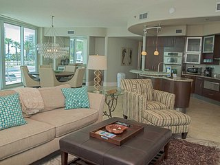 Bella Luna 210 ~ Bay Front ~ 3 Bed, 3 Bath ~ Great Amenities  ~ Low Floor ~ Slee