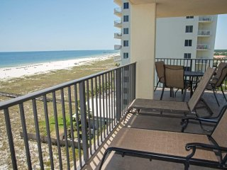 West corner condo ~ Gulf Front ~ 3 Bedroom ~ Sleeps 10 ~ Great Amenties