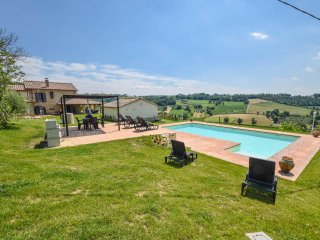 Detached villa with private pool. 5+1 bedrooms. 12 sleeps. Panoramic views