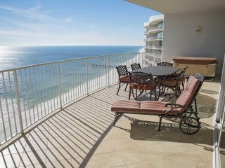 Gorgoeus 3 Bedroom ~ Sleeps 11 ~ Gulf Front ~ Turquoise Place 2207C