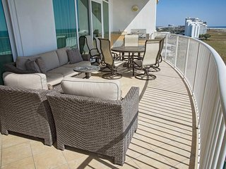 Low Floor ~ All Tile ~ Sleeps 10 ~ Gulf Front ~ Turquoise Place 603C