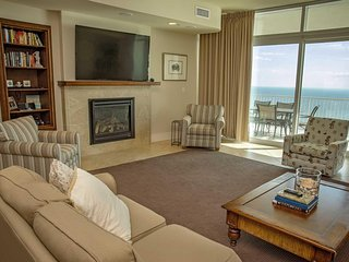 Gorgeous 3 Bedroom ~ Gulf Front ~ Sleeps 12 ~ Turquoise Place 1304C