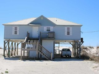 Spring Into A Vacation ~ 4 BR,2 BTH ~ Gulf Front ~ Sleeps 14 ~ Pet Friendly ~ My
