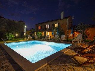 Nice and comfortable house with Pool near Pula