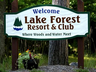 Lake Forest Resort - Distinctive lakeside condos