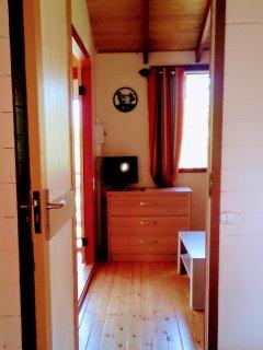chambre, vue sur salon