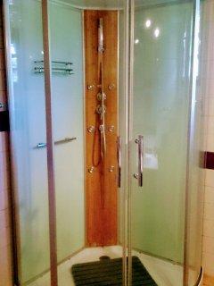 douche avec jets massants