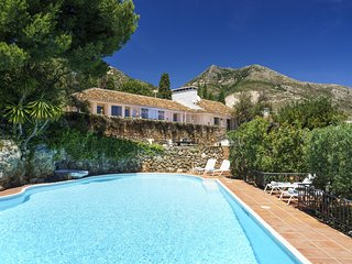 Luxury Holiday Villa * Heated Pool * 25 m Outdoor Pool * Sea and Mountain Views