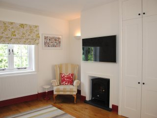 Cheddar Cottage- A charming beautifully furnished terraced Victorian cottage