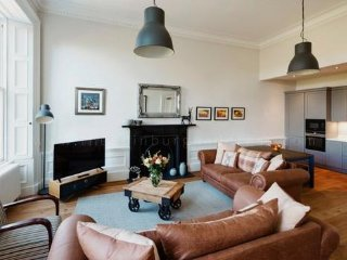 Magnificent 2 bedroom house, ideal to enjoy your stay in Edinburgh City Centre.