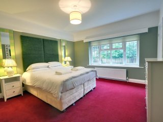 27a Durley Chine: Bournemouth Centre Three Bedroom