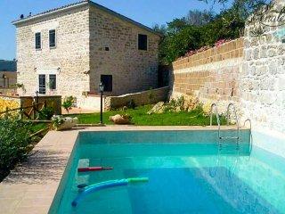 Villa Fontana - Classic Stone Villa with private pool near Tarquinia