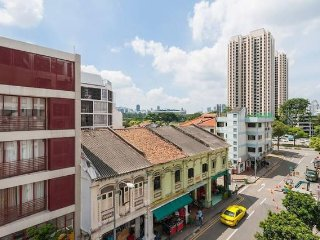 Studio Apt2 near Farrer Park MRT, 2 MRT rides to DhobyGhaut at Orchard