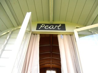 The entrance of Pearl
