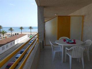 Ref 33.- Centrico, con piscina comunitario , parking y cerca de la playa.-