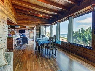 Charming La Jolla oceanfront beach cabin w/jetted tub! Amazing location & views!
