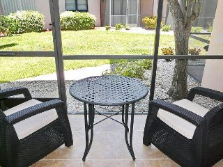 Perfectly situated condo w/ two heated pools, walk to beach & restaurants