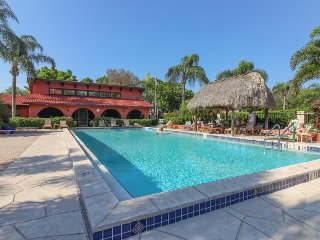 Townhome w/ a shared pool, activities, & nearby beaches - snowbirds welcome!