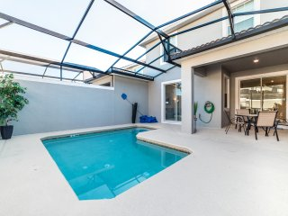 Book Now For Specials, New Townhome, Private Pool, Near Disney, JLT3079