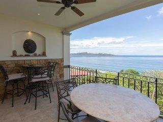 This 4th-floor, 2-bedroom, 2-bath luxury suite in Flamingo endless ocean views