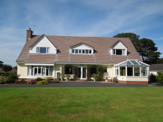 Oleander - spacious house within the town of Ramsey