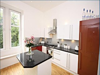 Clyde Walkway Apartment - 15 mins from Glasgow City Centre, Uddingston