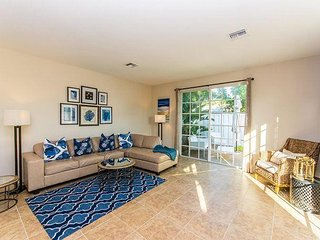 Spacious 3BR Townhome w/ Pool, Hot Tub, Private Patio – Near Beach, Dining