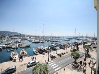 3 pieces vue sur le Port de Cannes, plage a 100m