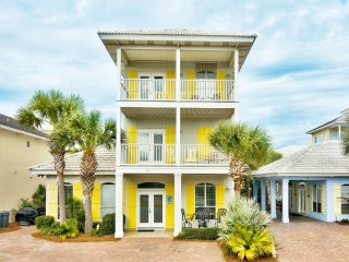 South Seas Home on 1st Beach Street! Walk to Beach, 2 houses from main pool!
