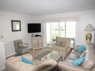 2 Bedrooms, 2  Bathrooms, Sleeps 6, Steps to Beach, 2 Pools (1 Heated), WIFI, Saint Augustine