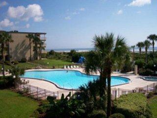 2 Bedrooms, 2  Bathrooms, Sleeps 6, Steps to Beach, 2 Pools (1 Heated), WIFI