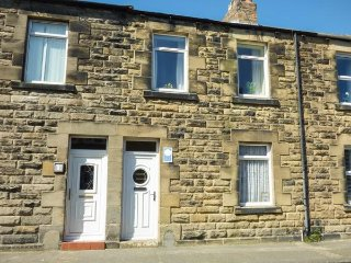 AMBLER'S REST COTTAGE, three Bedrooms, near the beach, Wifi, Northumberland, Ref